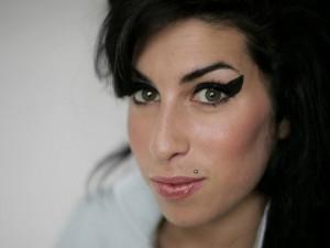 Amy_Winehouse_0004_1600X1200_Wallpaper